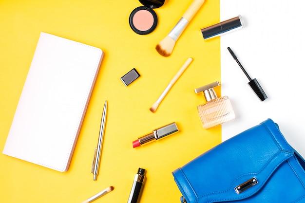 Косметические товары и стильные женские аксессуары на желтом фоне