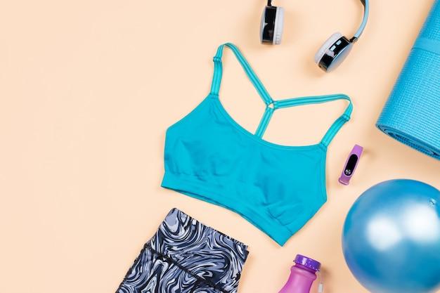 Фитнес-оборудование. женские аксессуары для тренировок и плоская одежда