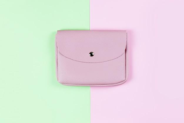 ピンクのファッションの女性の財布。