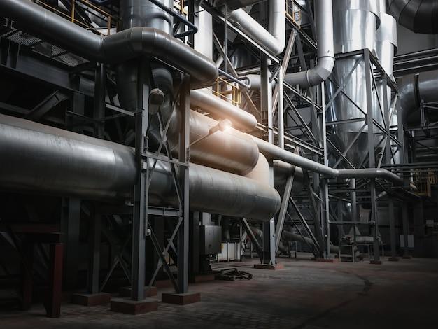 金属構造物の産業。木工工場