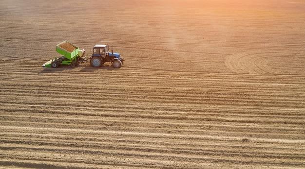 Посадка картофеля. подготовка почвы, кондитерская насыпь. посев с картофелесажалки.
