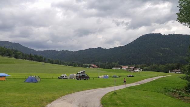 Утренний пейзаж с походом в горы