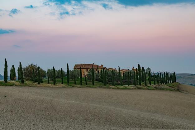 Раннее утро в сельской местности в тоскане