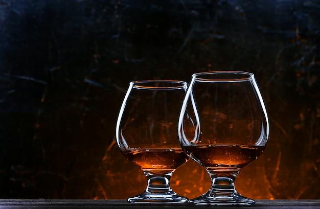 グラスに贅沢で高価なフランスのブランデー