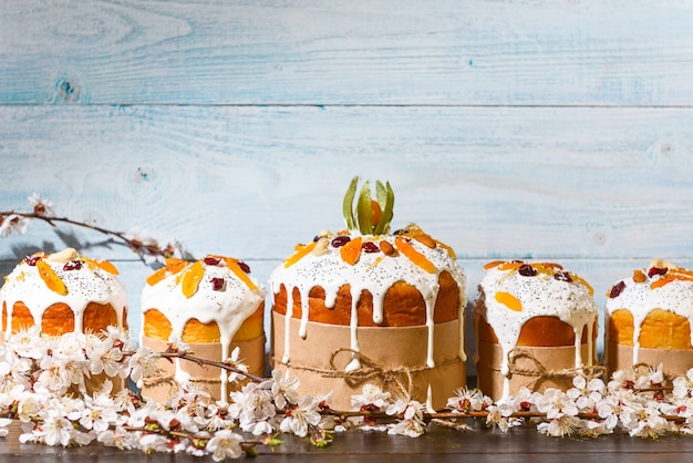 素朴なスタイルの古典的なスラブイースターケーキ