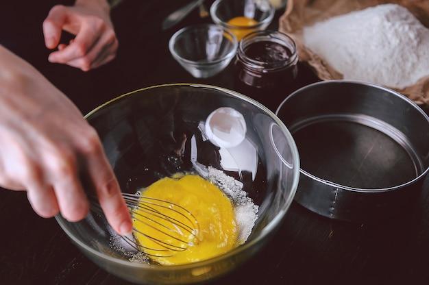 Пошаговое производство клубничного пирога