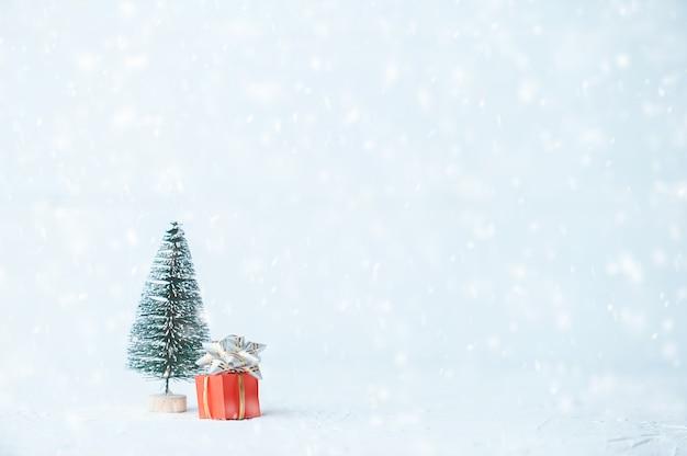 ミニマルなクリスマスとお正月の背景。ジンジャービスケット。