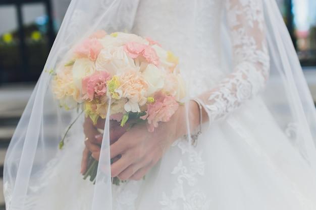 花嫁のウェディングブーケ