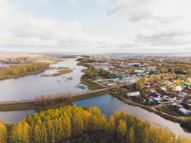 バシコルトスタン共和国のチシュミー市。小さな町からの眺め。