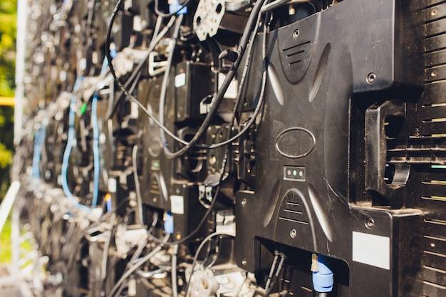 Крупным планом светодиодный телевизор большой экран панели бесшовные.