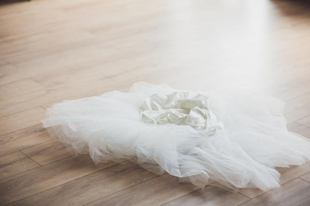 Свадебная фата на полу для новобрачных