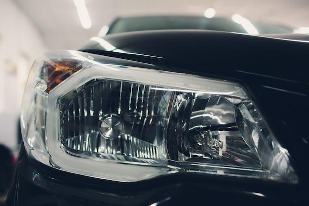 フロントヘッドライト、光沢のある反射オートブラックボディ