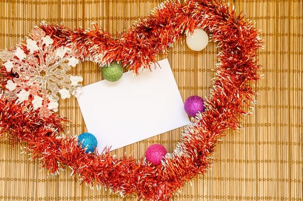 クリスマスの装飾の白いフレーム