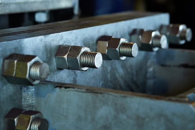 重金属構造のツイストナットをクローズアップ