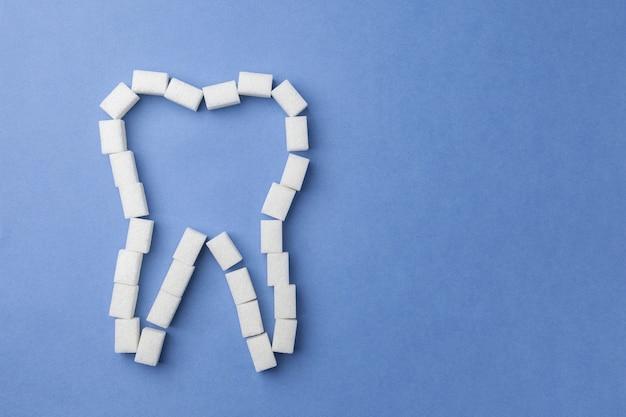 青の砂糖で作られた白い歯