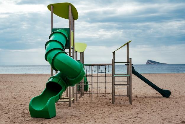 ビーチでの子供の遊び場