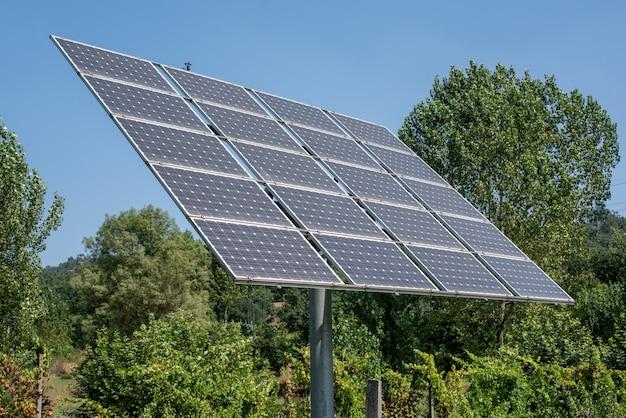 Пост с солнечными батареями в глуши