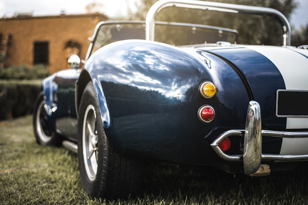 美しい古典的なビンテージスポーツ車