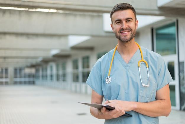 Медсестра со стетоскопом