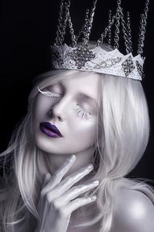 Снежная королева, творческий портрет крупным планом. зимний портрет.