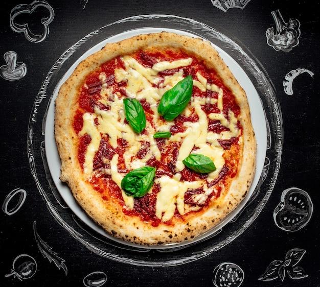 チーズ入りホットピザ