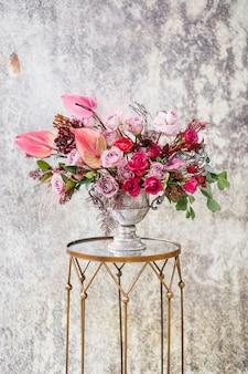 Крупный план. красивый букет из свежих цветов.