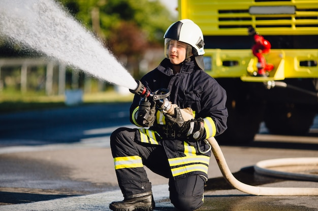 Пожарные на тренировке