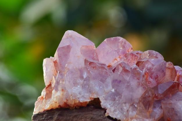 宝石としてのアメジスト紫美しい自然