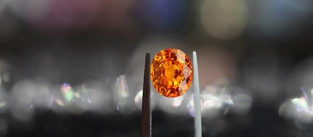 Желтый сапфир - натуральный желтый драгоценный камень. редкий и дорогой