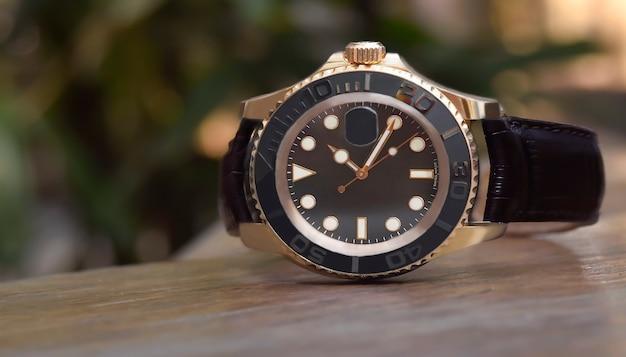 Роскошные часы это часы, которые собирались давно.