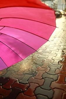 雨の中の傘