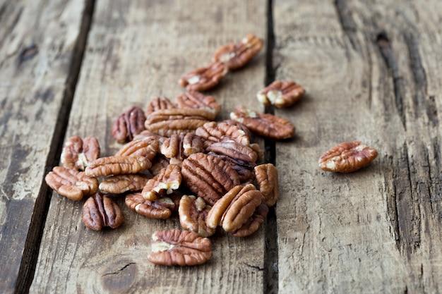Органические очищенные орехи пекан