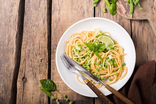 イタリアンパスタ-チーズとグリーンピースのスパゲッティ