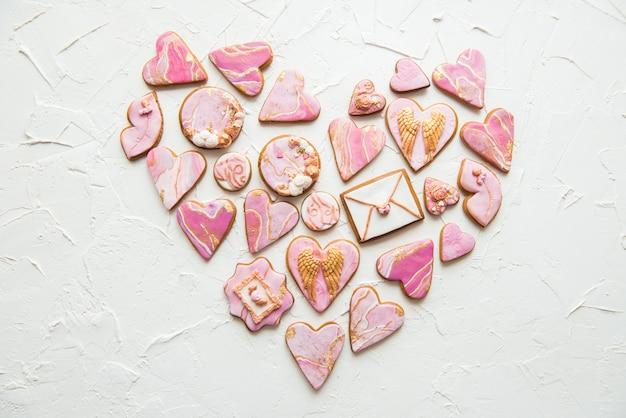 Печенье в форме мраморных сердечек