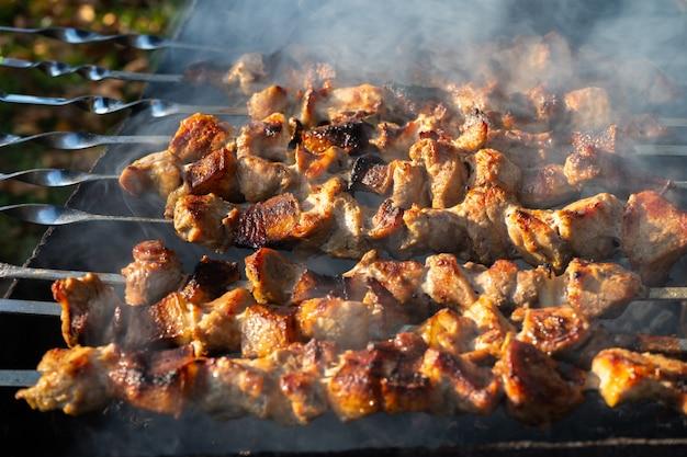 夏にグリルで焼いたバーベキュー