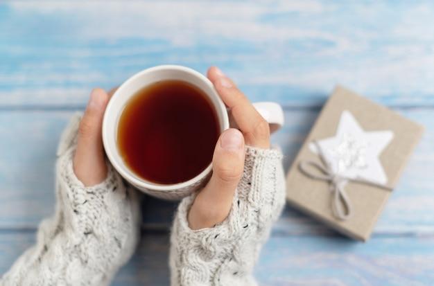 お茶とプレゼントのマグカップ