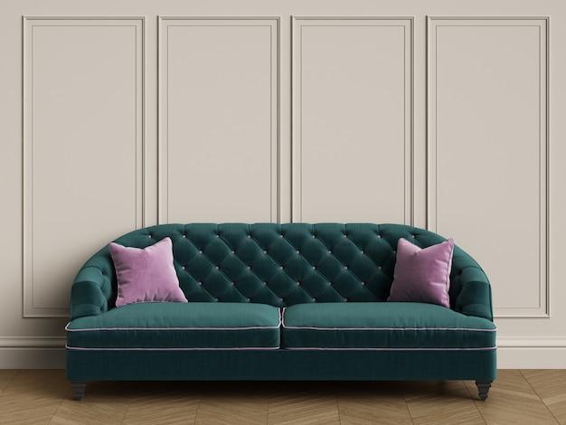 コピースペースとクラシックなインテリアのピンクの枕と房状の緑のソファ