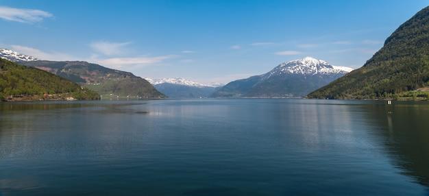 ノルウェーのフィヨルドの風光明媚な風景