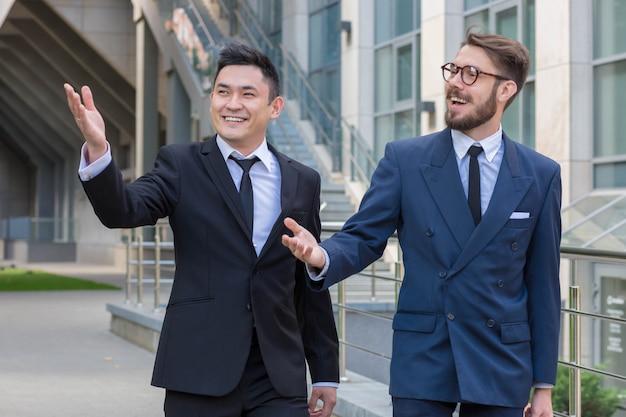 Портрет многоэтнического бизнес-команды