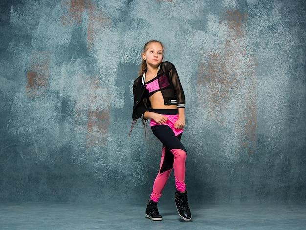 若い女の子のブレイクダンス