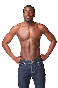 ハンサムな若い黒人アフリカの笑みを浮かべて男の肖像