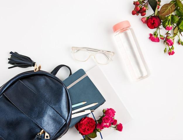 バッグの中の女性のプロパティの平面図。