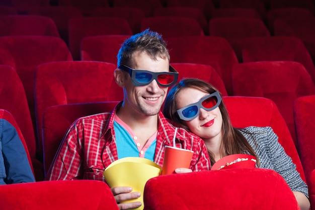 映画館の人々の感情