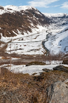 Горы, заснеженный фьорд