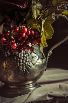 秋の花のある静物