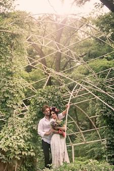 庭の結婚式の装飾。