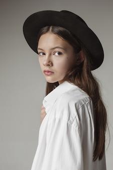スタイリッシュな若い十代の少女