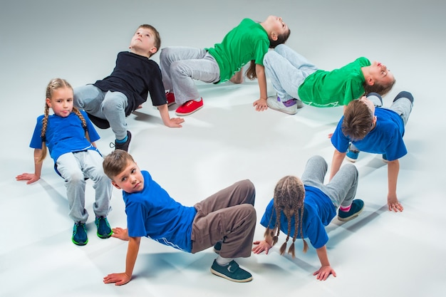 Детская школа танцев, балет, хип-хоп, стрит, фанки и современные танцоры