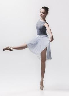Юная классическая танцовщица