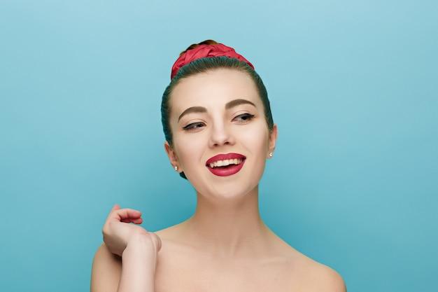 赤い唇と美しい女性